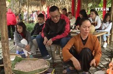 Traditional village market attracts tourists