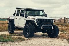 Bán tải độ Jeep Gladiator Hellcat mạnh hơn 700 mã lực