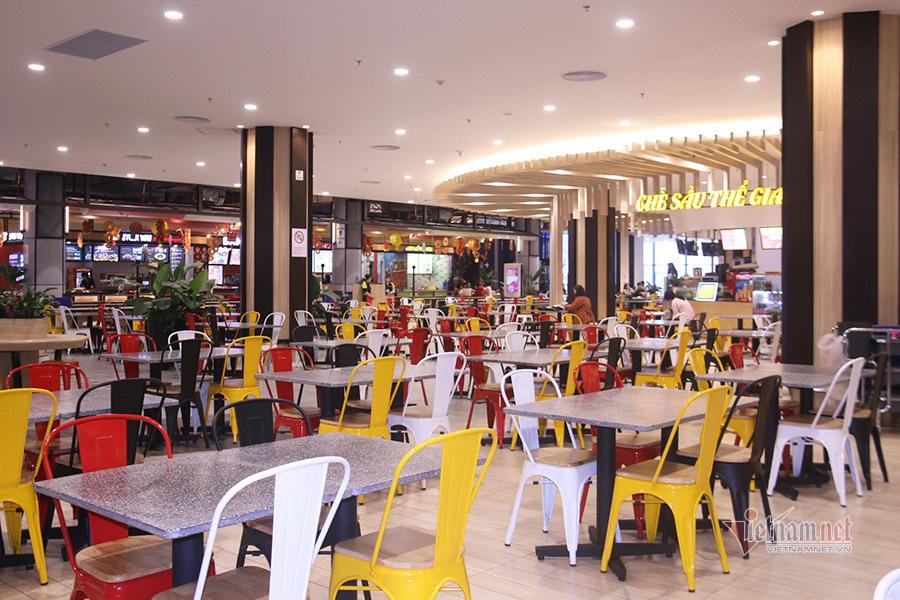 Lo sợ corona, trung tâm mua sắm, quán xá vắng khách dịp cuối tuần