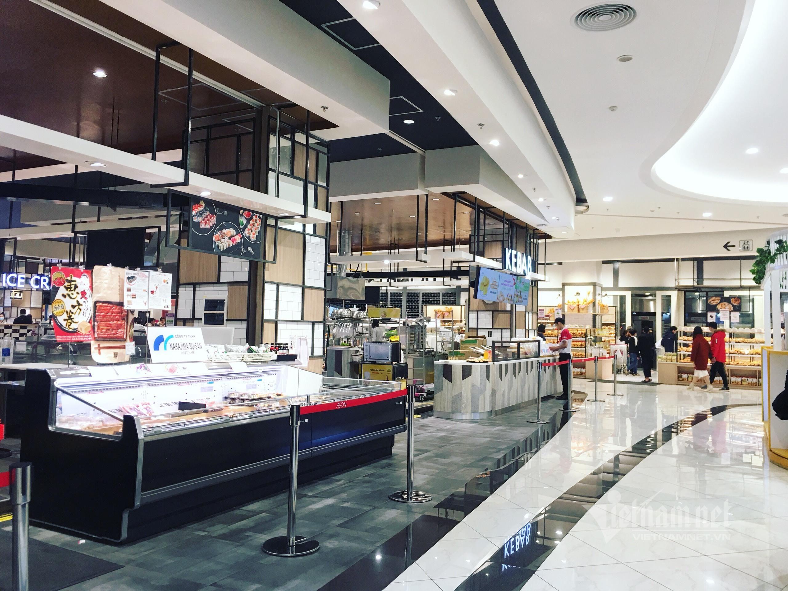 Sợ lây lan, trung tâm thương mại đìu hiu, cà phê trà chanh đóng cửa