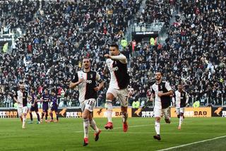 Ronaldo lập kỷ lục, Juventus xây chắc ngôi đầu