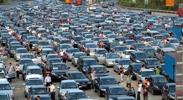 Dân Trung Quốc từng đổ xô mua ô tô tránh SARS, nhưng virus corona thì ngược lại