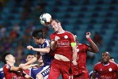 Công Phượng đấu Quang Hải trên sân không khán giả