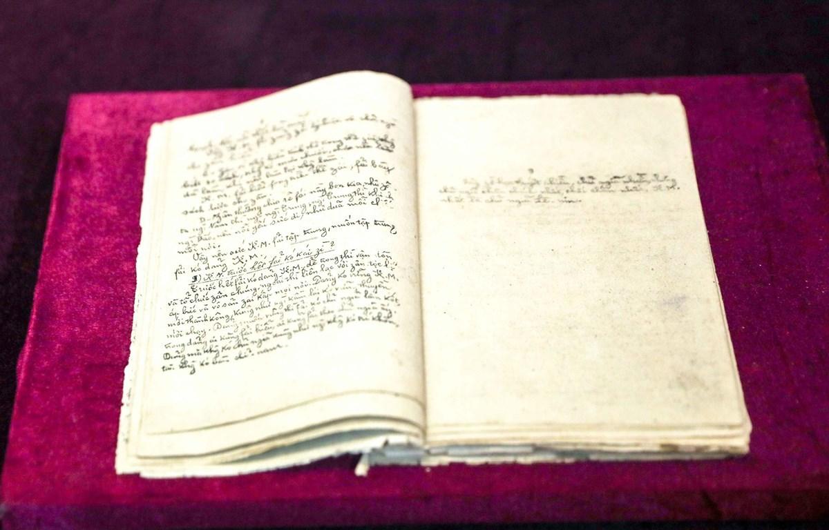 Hiện vật quý được các nhà sưu tầm nghiên cứu trao tặng cho Bảo tàng lịch sử quốc gia
