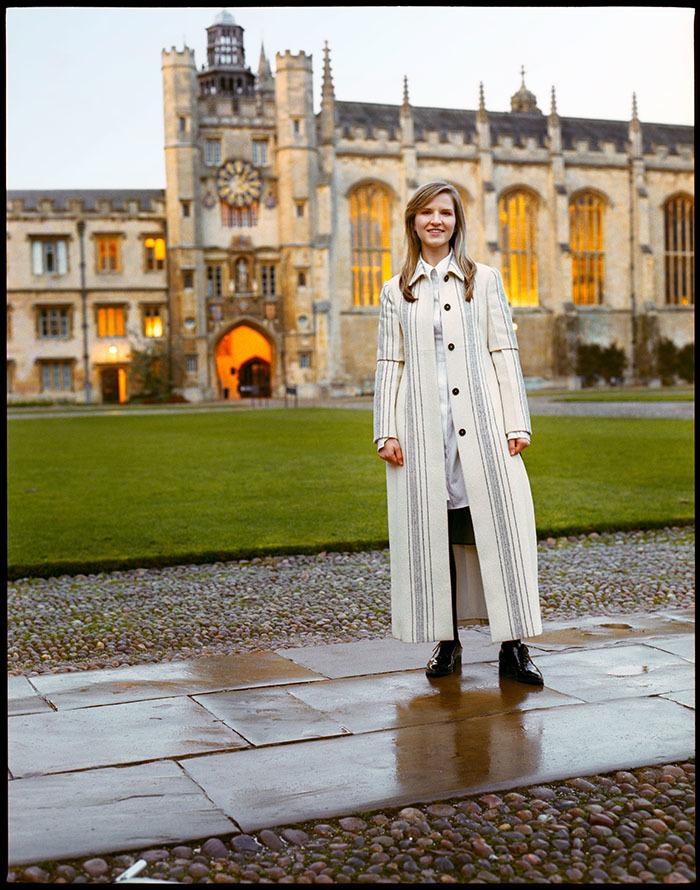 17 tuổi mới đi học, cô gái nhặt phế liệu trở thành tiến sĩ