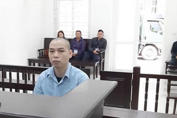 Người đàn ông ở Hà Nội bám theo vợ đến nhà nghỉ nhận kết đau