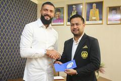 Malaysia nhập tịch cầu thủ châu Âu đấu Việt Nam