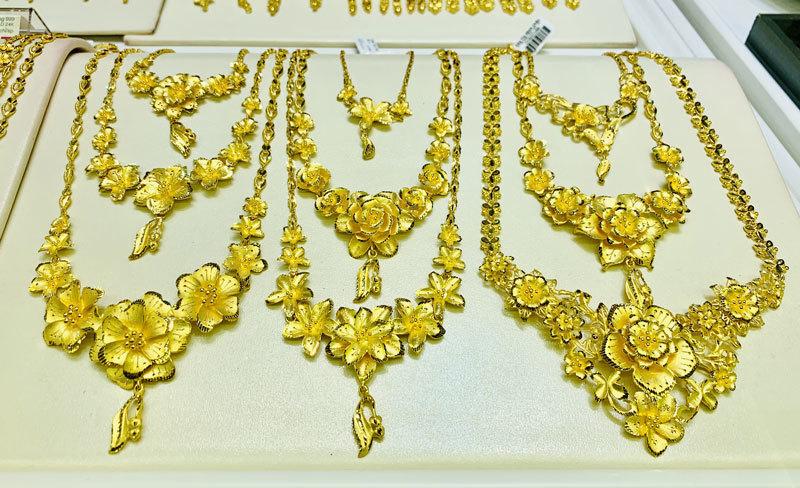 Giá vàng hôm nay 5/2, Trung Quốc mạnh tay, vàng tiếp tục lao dốc