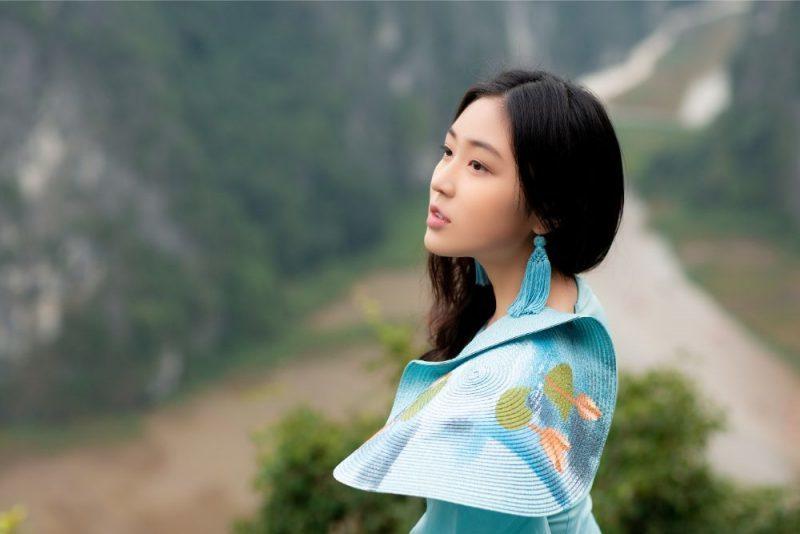 'Đại sứ áo dài' khoe bộ ảnh tuyệt đẹp trên đỉnh Hang Múa