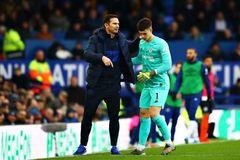 """Lampard thẳng tay """"trảm"""" thủ môn đắt nhất Thế giới"""
