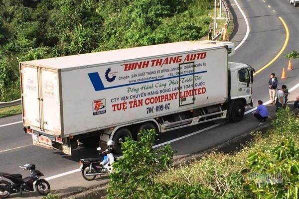 Ô tô tải húc đuôi xe máy, 2 thiếu niên tử vong