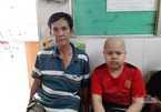 Cha tật nguyền bất lực tìm kiếm hy vọng cứu con ung thư