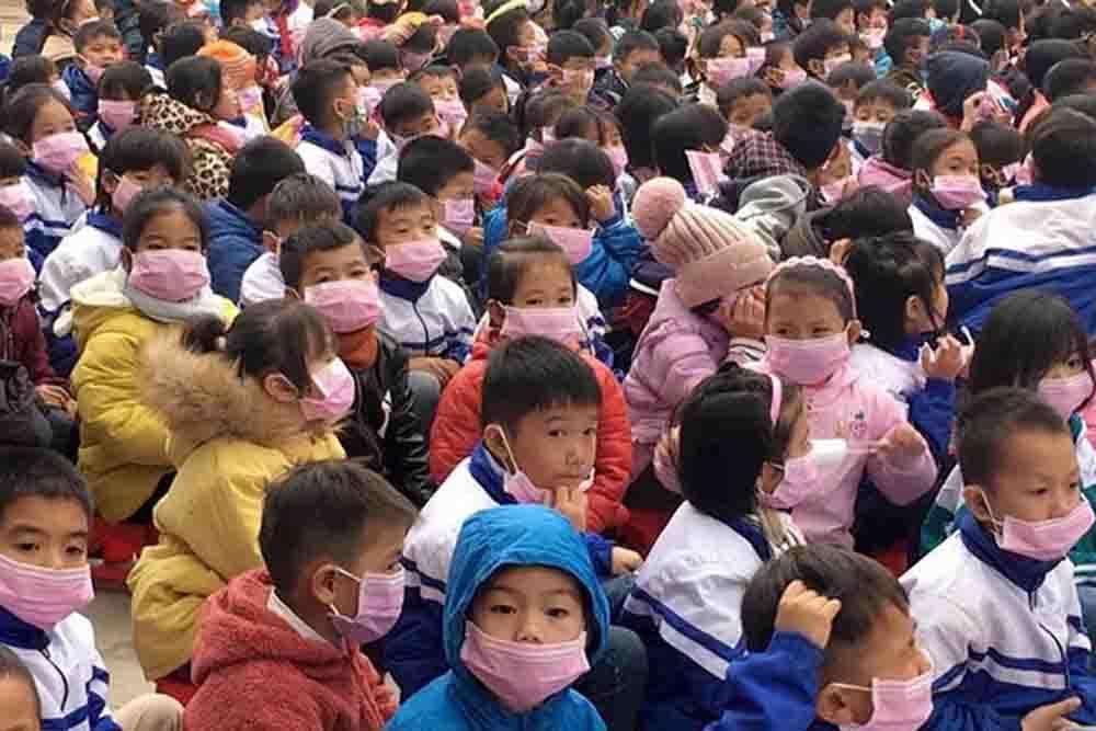 34 trẻ nhỏ ho, sốt sau khi cha mẹ từ Trung Quốc về, Điện Biên họp