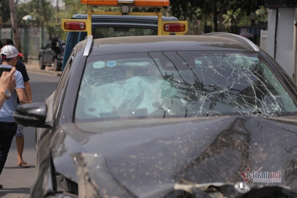 Clip thực nghiệm vụ xe Mercedes tông nữ tiếp viên hàng không trọng thương