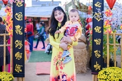Xuân Thùy 'Cô gái xấu xí' mang con trai về Việt Nam