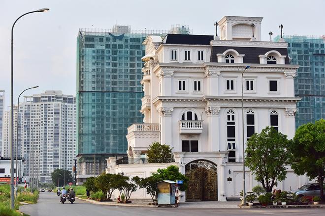 Lý Nhã Kỳ bức xúc về tin đồn bán biệt thự trăm tỷ bên sông Sài Gòn