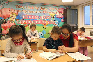Tough journey to spread Vietnamese language in Russia's Ural mountainous region