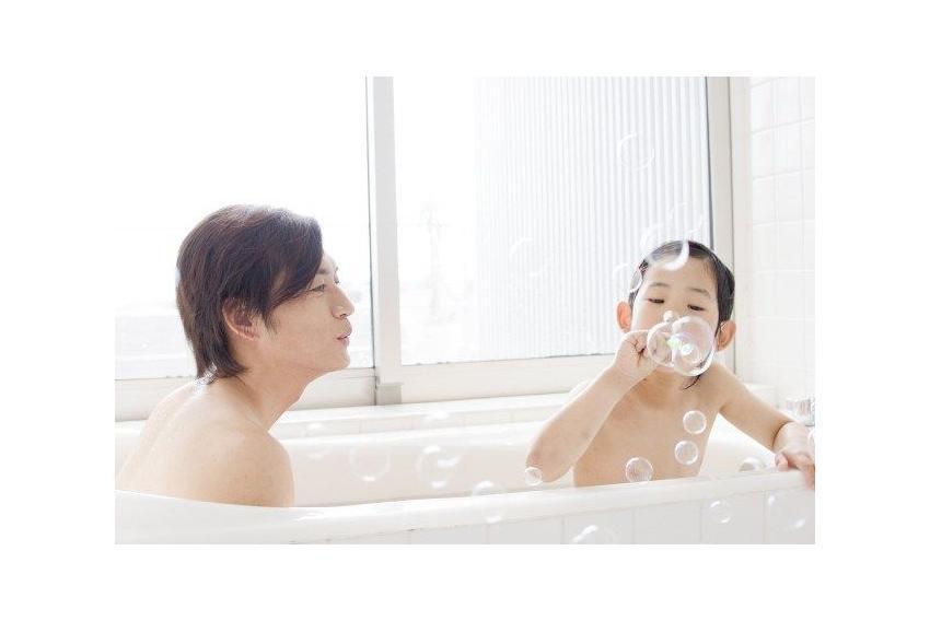 Con gái tắm chung với bố: Chuyện lạ ở Nhật Bản