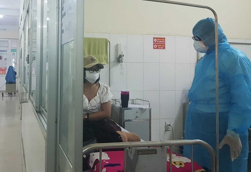 Chủ tịch Đà Nẵng thăm bệnh nhân cách ly nghi nhiễm virus corona