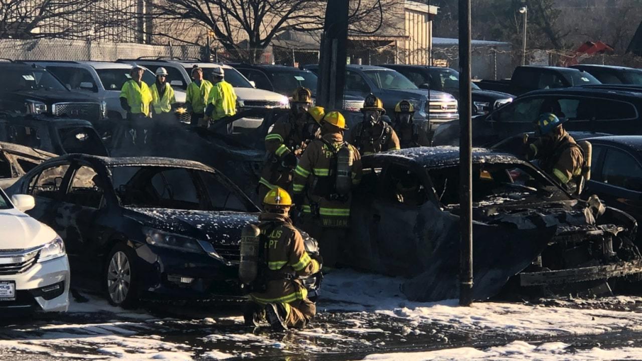 13 ô tô trong đại lí bị thiêu rụi do bà hỏa ghé thăm