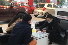 Dân bán ô tô thời dịch corona kín bưng khẩu trang, hạn chế bắt tay