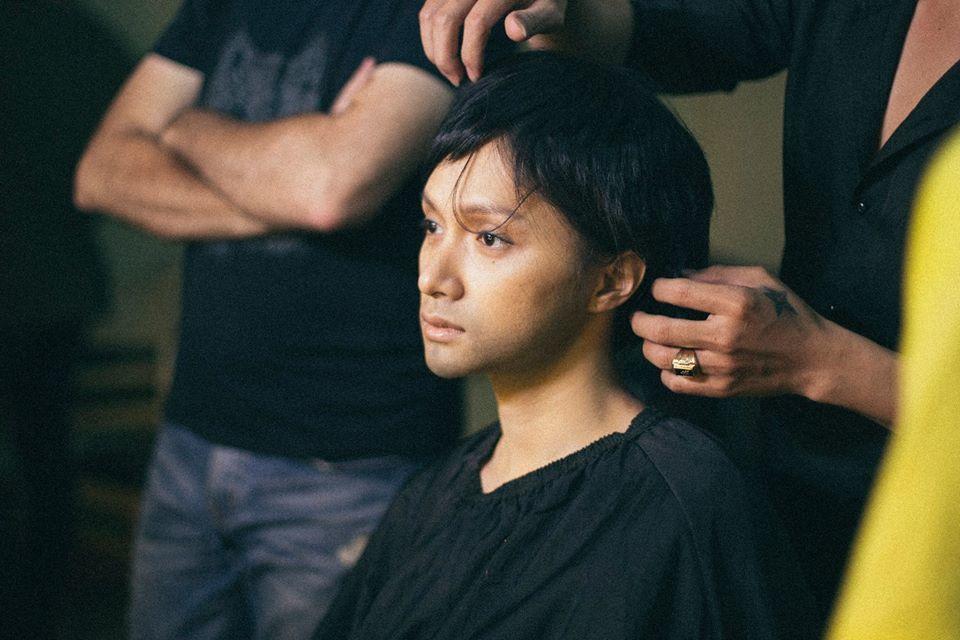 Hương Giang nịt ngực, cắt tóc giả trai trong phim đề tài chuyển giới