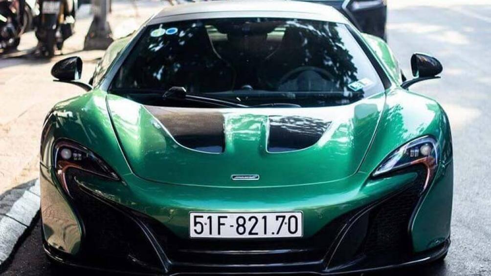 Siêu mẫu Diệp Lâm Anh khoe dáng quyến rũ bên McLaren 650S Spider của chồng