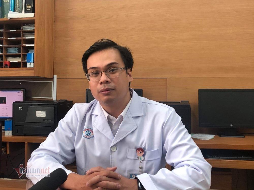 Bác sĩ Nguyễn Ngọc Sang người trực tiếp điều trị cho Li và cha