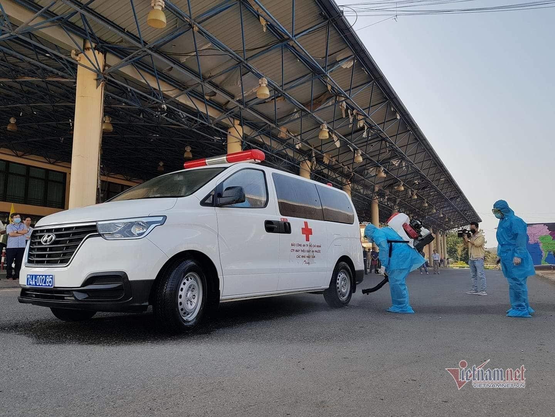 Diễn tập với người nghi nhiễm virus corona ở cửa khẩu Lao Bảo