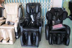 Chi gần trăm triệu mua ghế massage chữa bệnh về... bán đồng nát
