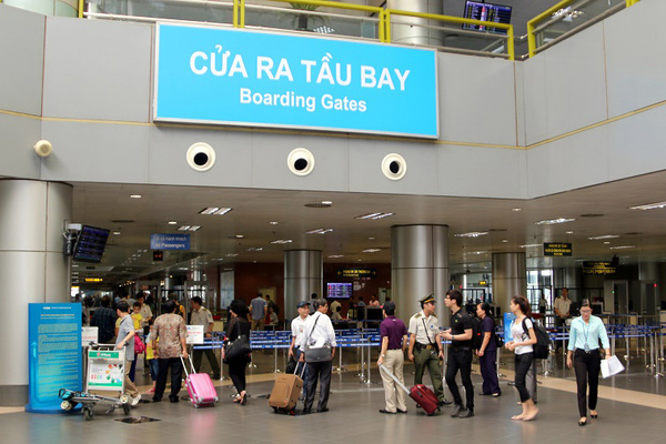 4 nữ hành khách choảng nhau ở Nội Bài vì tranh chỗ xếp hàng lên máy bay