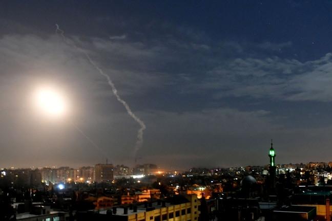 Xem hệ thống phòng không Syria đánh chặn tên lửa