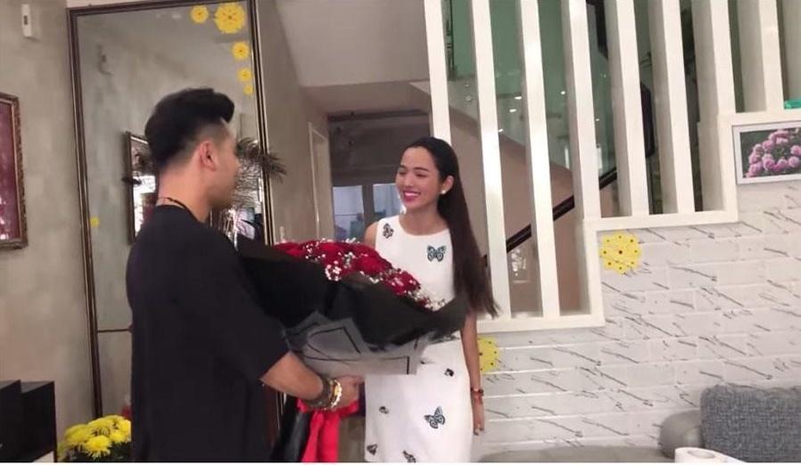 Bất ngờ trước món quà Valentine sớm Ưng Hoàng Phúc tặng vợ siêu mẫu