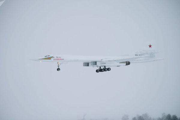 Xem máy bay ném bom siêu thanh Nga lần đầu cất cánh
