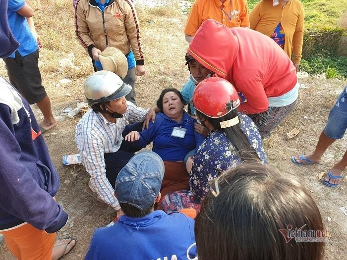 Mẹ khóc ngất thấy 2 con gái chết đuối thương tâm ở Bình Dương