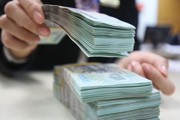 Ngân hàng neo lãi suất cao, dân gom tiền tìm nơi gửi