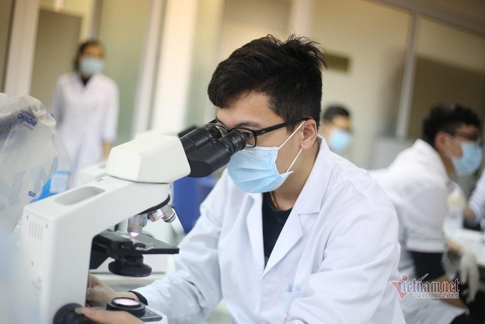 Các nhà khoa học VN bắt đầu thử nghiệm thuốc điều trị bệnh từ virus corona