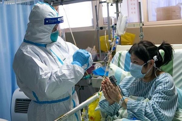 40 nhân viên y tế ở Vũ Hán nghi lây virus corona từ bệnh nhân