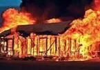 Giận vợ, đốt phòng ngủ, chồng và 2 con trai chết cháy