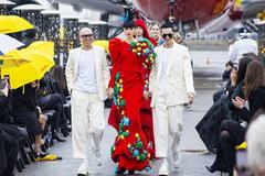 Jessica Minh Anh làm vedette show diễn của Vũ Ngọc và Son tại New York