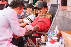 Bị huỷ sô vì dịch Corona, Tuấn Hưng gây xúc động khi đi hiến máu