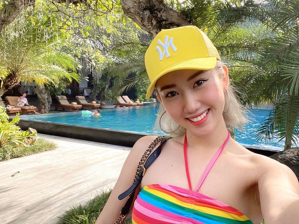 Thúy Ngân khoe đường cong sexy ở Bali