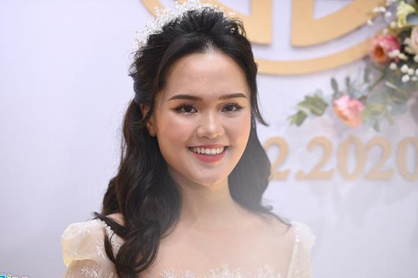 Nhan sắc rạng rỡ của cô dâu Quỳnh Anh khi về nhà chồng