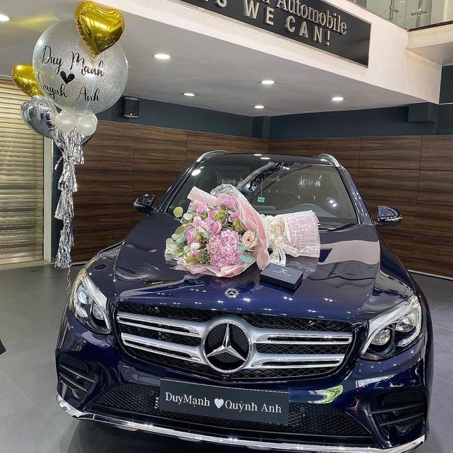 Duy Mạnh bảnh bao, Quỳnh Anh đeo vòng 800 triệu trong đám cưới