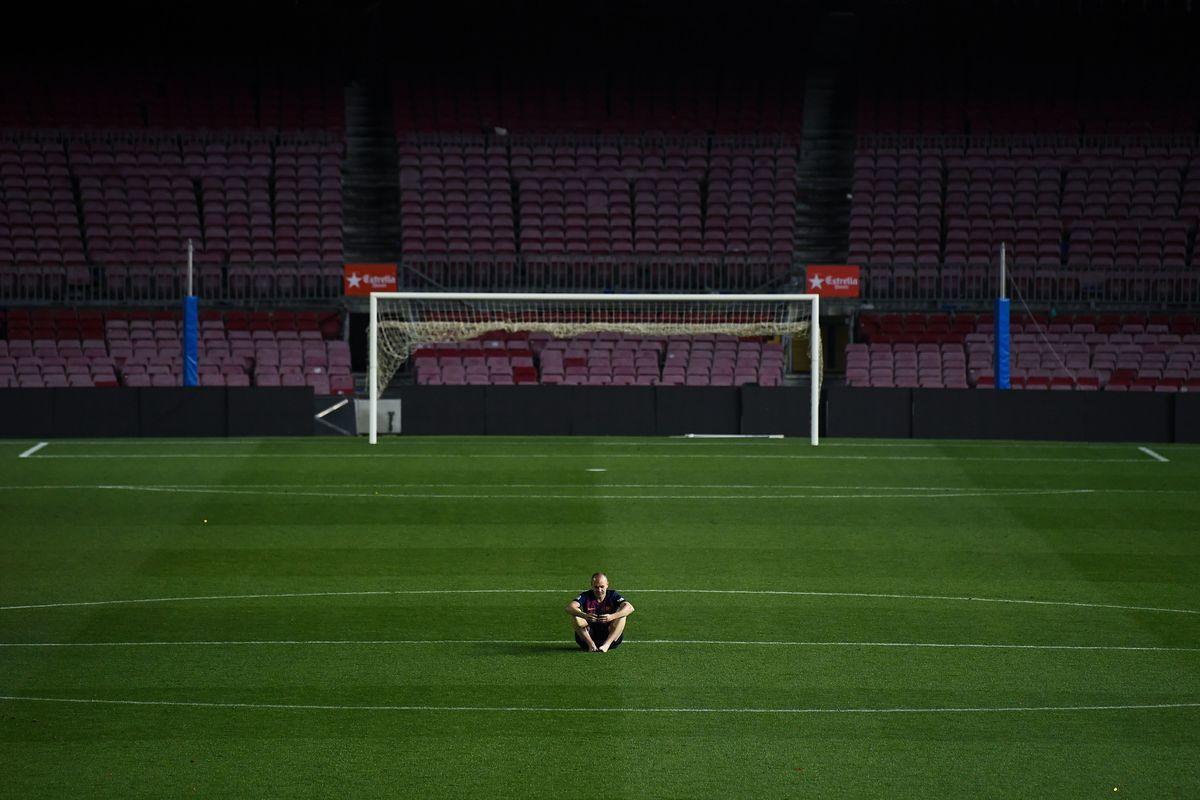 Barca vắt chanh bỏ vỏ, Messi nên học Ronaldo