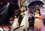 Duy Mạnh hôn Quỳnh Anh say đắm tại lễ cưới
