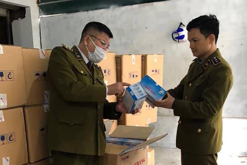 Tịch thu 10 vạn khẩu trang y tế trong biệt thự ở Hà Nội