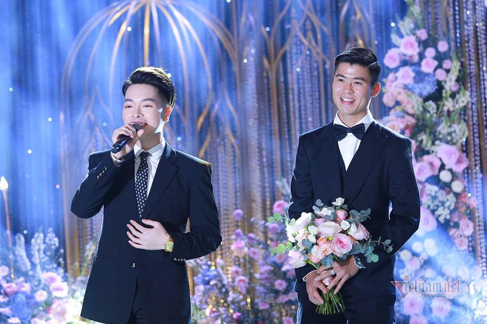 Bầu Hiển, Đức Phúc, Quang Hải... tới dự đám cưới Duy Mạnh