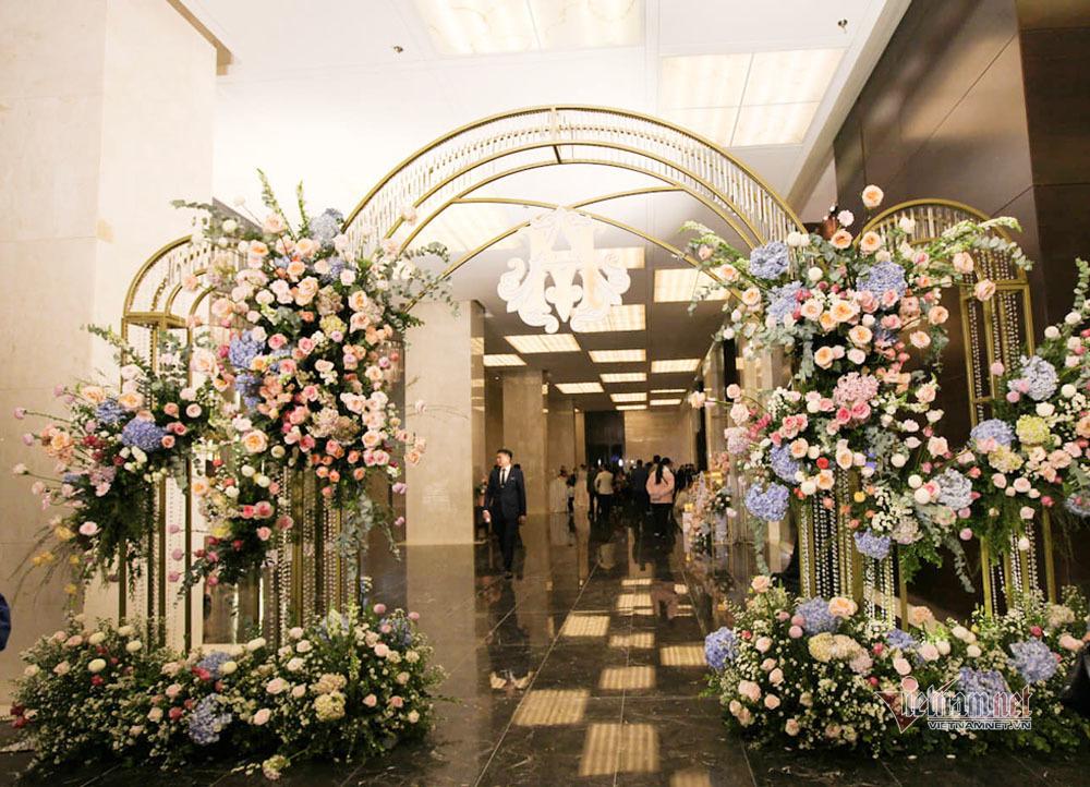 Không gian cưới với 500 nghìn viên pha lê của Duy Mạnh - Quỳnh Anh