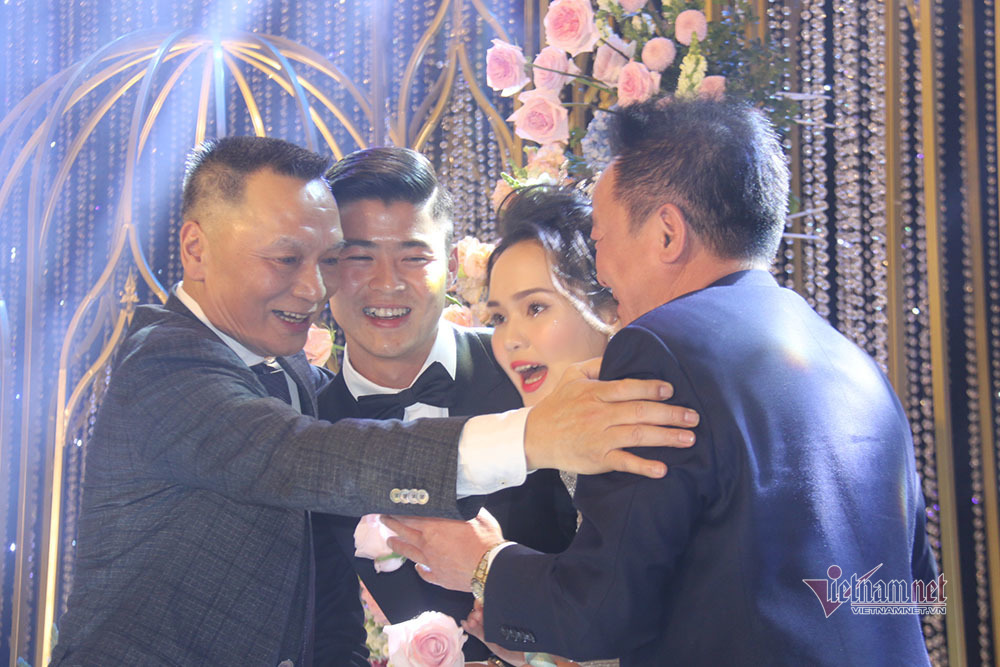 Bầu Hiển, bố cô dâu nhảy cực 'sung' trong đám cưới Duy Mạnh